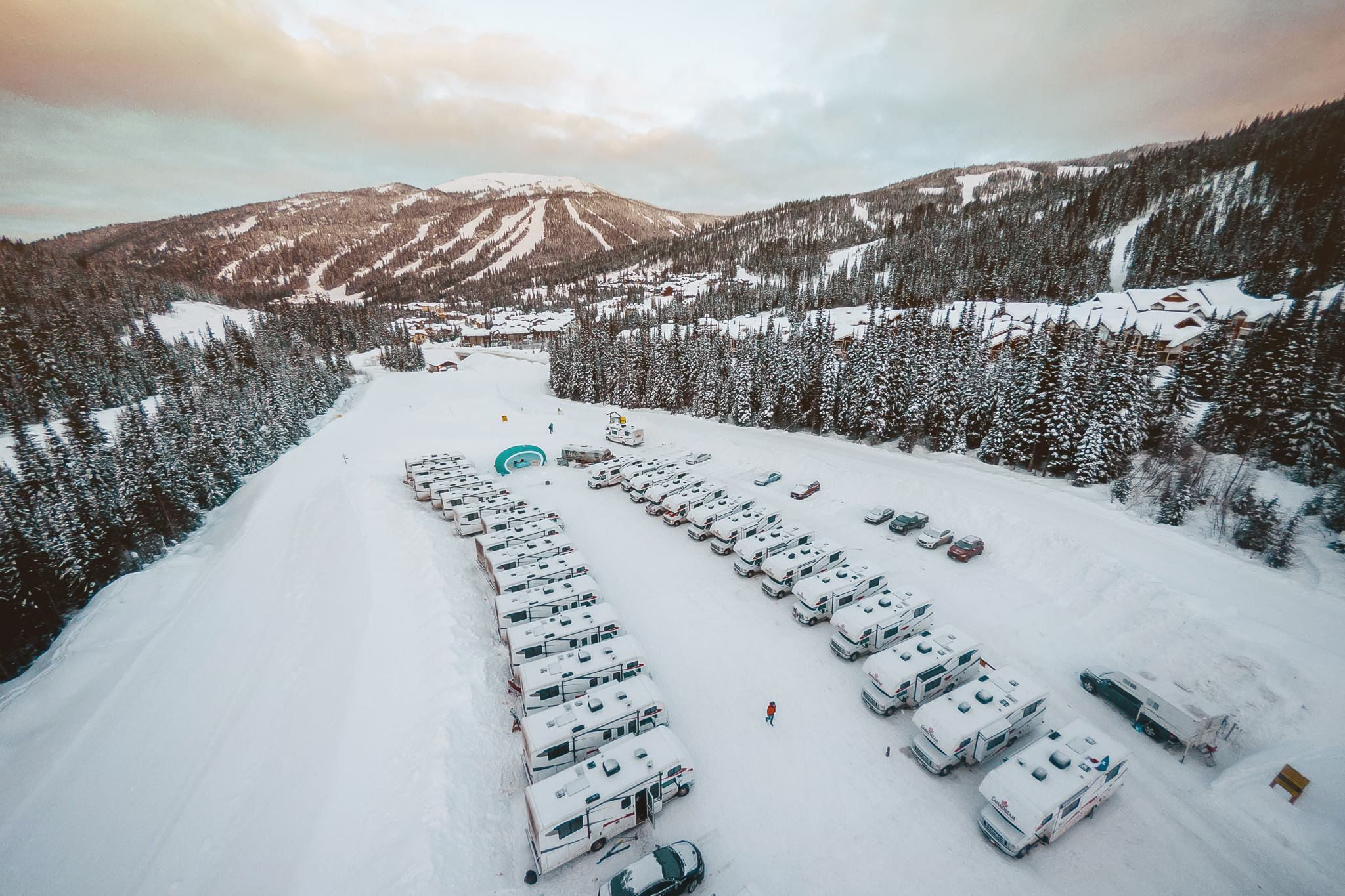 8 reasons why an RV road trip is the ultimate ski trip